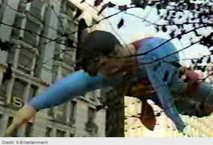 The-Worst-Macy-s-Thanksgiving-Day-Parade-Accidents-UGO-com_2013-11-26_15-55-21