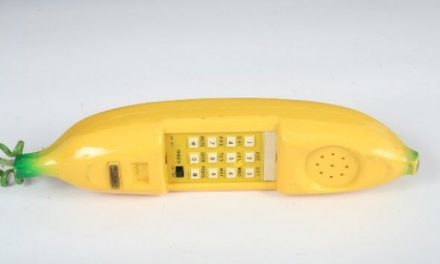 14 Retro Novelty Phones