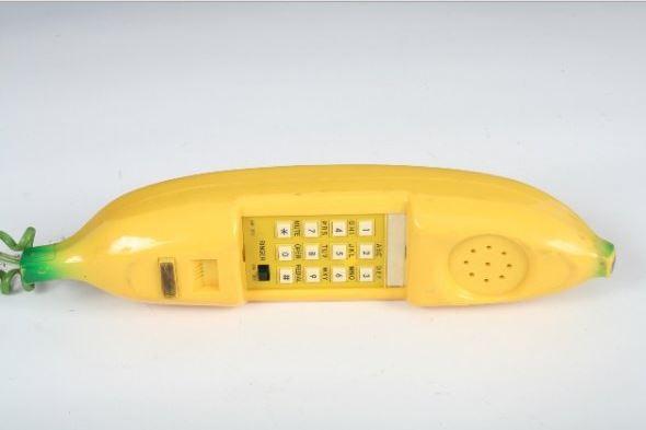 14 Retro Novelty Phones